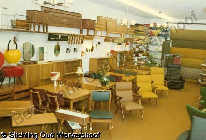 Welp Inrichting van de winkel van 'De Zeehoek' eind jaren '60 (foto OL-32